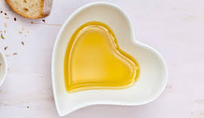 macadamia oil in bowl heart shape